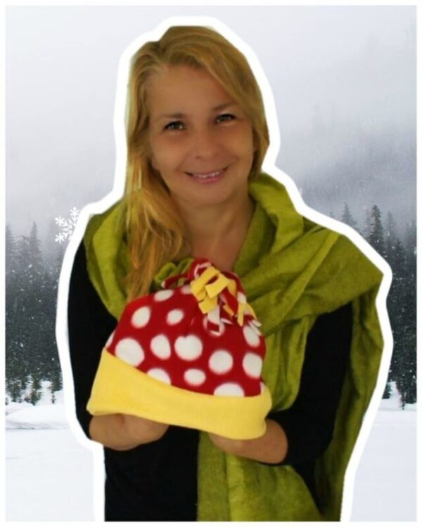 Our free fleece hat PDF is a super cute and the pattern is totally free. I show you how to sew it and also how to amend the pattern, creating a head band. Great for the autumn-winter season it will delight you and your kids. Don't miss the video instructions for the free fleece hat PDF on our academy. this is quick and easy to make for the kids as well Skill Level: Beginner Ages: Small, Medium and Large